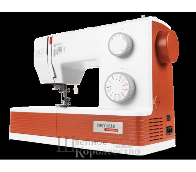 Купить Швейная машина Bernette 05 CRAFTER Цена 24900 руб. в Москве